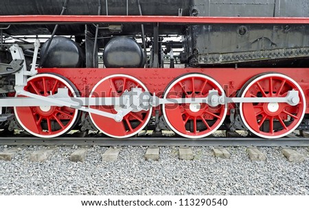 The steam locomotive wheels close-up