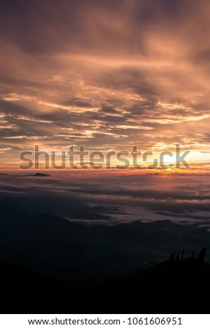 The sunrise above the clouds in the paraná peak. #1061606951