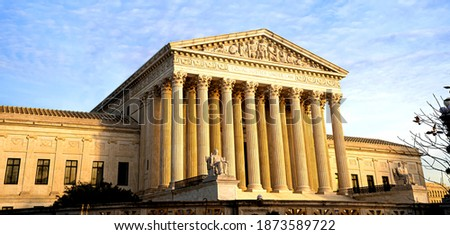 The supreme court of the United Stated in Washington DC under golden light Foto stock ©