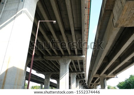 The tall and tall pillar structure has a cement ceiling designed to be strong. #1552374446