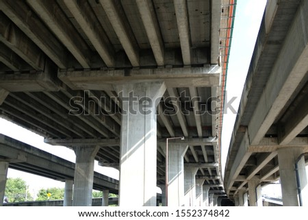 The tall and tall pillar structure has a cement ceiling designed to be strong. #1552374842