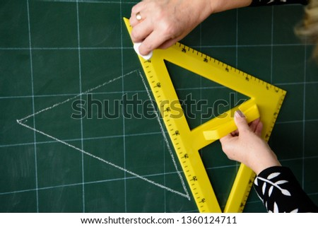 The teacher draws a triangle. Yellow triangle. Geometric problem. School board Mathematics, geometry. #1360124711