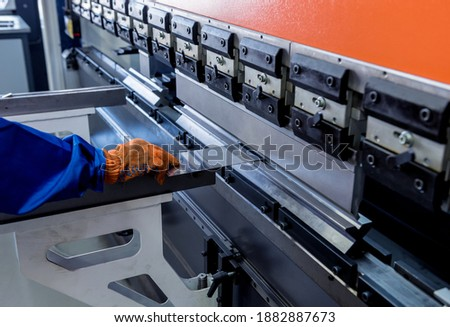 The technician operator use hydraulic bending machine. Foto d'archivio ©