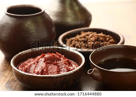 The three most basic sauces of Korean food soybean paste, soy sauce, and red pepper paste. Foto stock ©