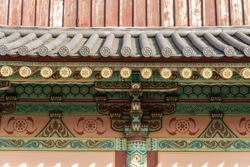 The tile roofs of the ancient palace corridors of Korea, and the beautiful patterns and lattice that decorate the walls, became flat pieces of art.