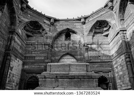 The tomb of the Delhi Sultanateruler,Iltutmish, a second Sultan of Delhi(r. 1211–1236 AD), built 1235 CE. Zdjęcia stock ©