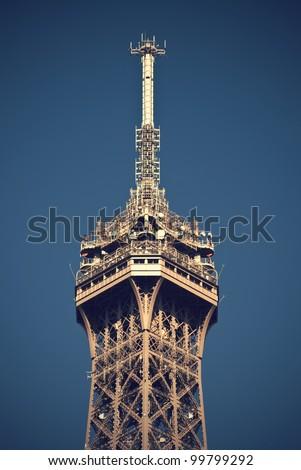 the top of the 324 meters high Eiffel Tower, the most recognizable landmark of Paris, France, Vintage Style, Die Spitze des 324 m hohen Eiffelturm, dem bekanntesten Wahrzeichen von Paris, Frankreich