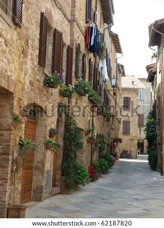 The town of Pienza is a small pearl in the Tuscan countryside.  This fantastic town was declared an UNESCO World Heritage Site in 1996 and in 2004 the entire valley, the Val d'Orcia