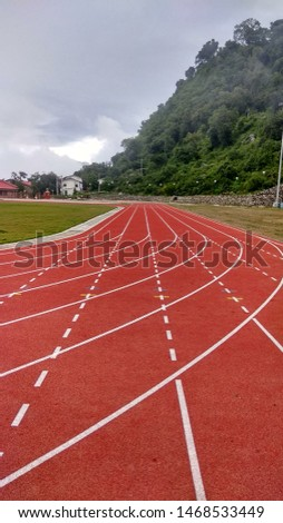 The track of synthetic material