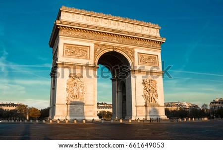 the triumphal arch in evening ...