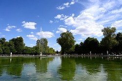 The Tuileries public garden is a large park, spreading from the Louvre courtyard to the Concorde