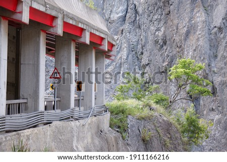The Tunnel in the Shaved Gorge  (霧鹿峽谷與六口明隧道) ストックフォト ©