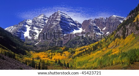The twin peaks of the Maroon Bells and Maroon Lake, located in the White River National Forest of Colorado, photographed during the autumn season.