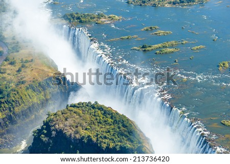 The Victoria falls is the largest curtain of water in the world (1708 m wide). The falls and the surrounding area is the National Parks and World Heritage Site (helicopter view) - Zambia, Zimbabwe ストックフォト ©