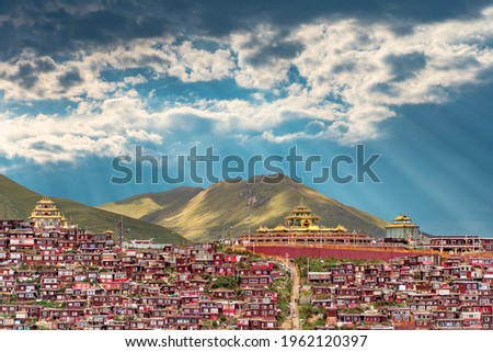 The view of larung academy in Larung Gar on Tibet Photo stock ©