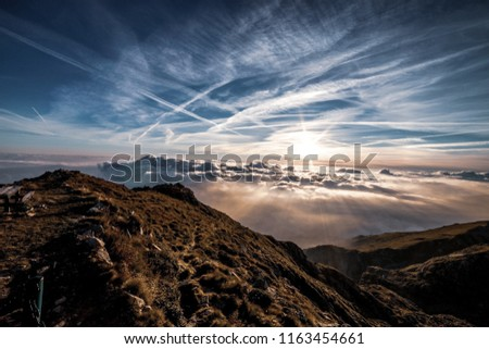 The view on the mountaintop pierces the clouds