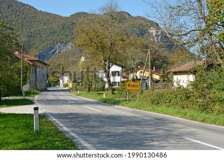 The village of Robic near Kobarid in the Slovene Littoral or Primorska region of western Slovenia Photo stock ©