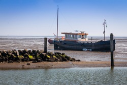 The Wadden Sea, with its fascinating interplay of high and low tide or in other words ebb and flow, gives you a great view at the soil of the sea, the boats are waiting for the new flow to sail again