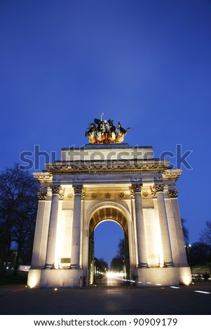 The Wellington Arch( also known as Constitution Arch) is a triumphal arch located in central London, near south of Hyde Park , to commemorate Britain's victories in the Napoleonic Wars.
