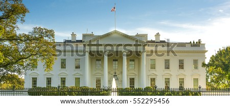 The White House from the norh lawn in Washington DC #552295456