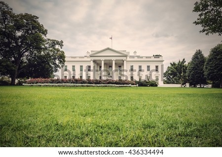 the white house in washington d....