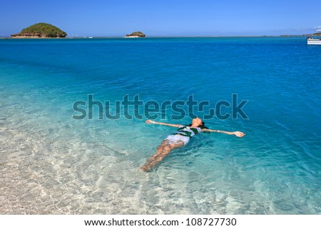 The woman who relaxes on the beach.