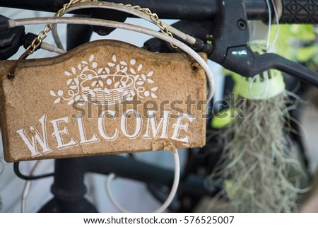 the wooden vintage welcome...
