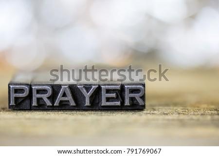 The word PRAYER concept written in vintage retro metal letterpress type on a wooden background. Foto d'archivio ©