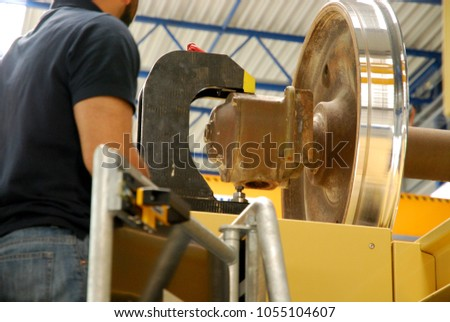 the worker has set tool holders for locking the wheel before machine operate ストックフォト ©