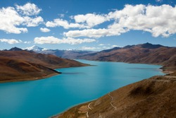 The Yamdrok Yumtso lake,Tibet, Yamdroog is the fifth largest lake in the Tibet Autonomous Region and the largest inland brackish lake in southern Tibet.