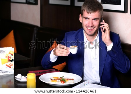The young man has breakfast in the restaurant