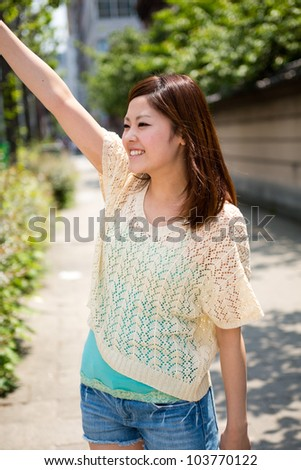 The young woman who waves her hand