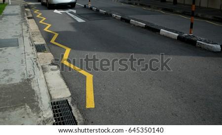The  zigzag road markings ahead of pedestrian crossings #645350140