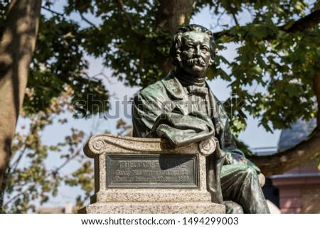 theodor fontane statue in neuruppin city brandenburg germany Foto stock ©