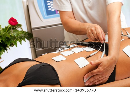 Therapist applying lipo massage on girls body in spa.