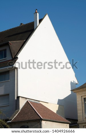 There is a cursor-shaped building in the city of Caen in France #1404926666