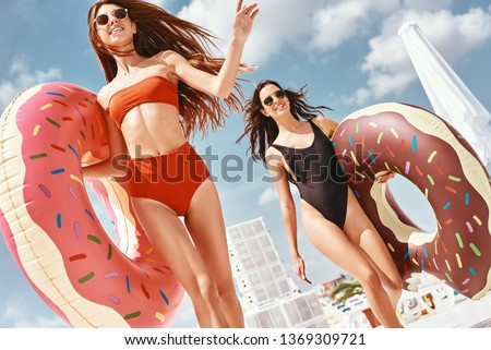 There's no fear when you're having fun. Girls having fun at the rooftop swimming pool Photo stock ©