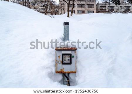 Thick snow covered Control Cabinet. Foto d'archivio ©