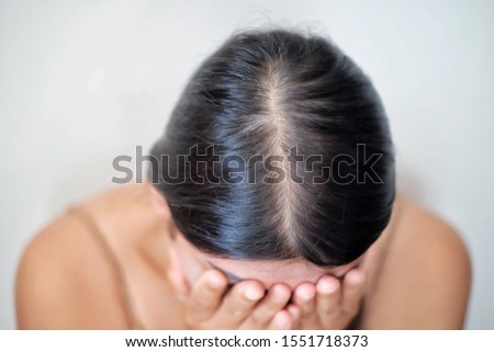 Thin hair problems that create uncertainty for women.