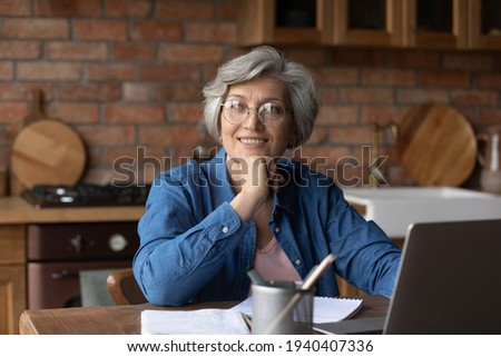 Third age remote student. Dreamy aged lady study from home use laptop look aside smile imagine new opportunities after learning modern tech. Latin female retiree enjoy getting distant education online Foto stock ©