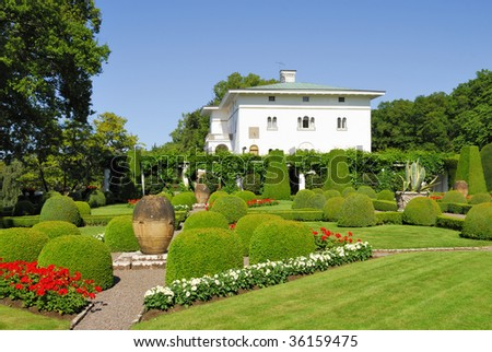 This beautiful Estate is the summer home of the Swedish royal family. Every afternoon the park is open to the Public, to take a stroll in the Garden.