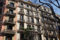 This building is the traditional European style in the center of Barcelona.