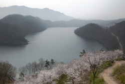 This image is landscape with mountain and lake.