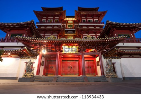 This image shows the Buddha's Relic Tooth Temple in Singapore Chinatown