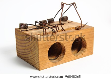 This is a trap to hunt mouses and rats in the houses. Is made of wood and metal.