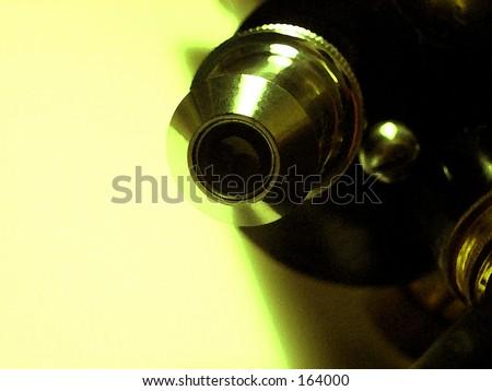 Dies ist ein Bildnis des Mikroskops, das über 50 Jahren alt ist.