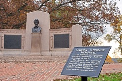 This monument in Gettysburg,Pennsylvania commemorates the Gettysburg Address delivered by President Abraham Lincoln on November 19,1863, during the American Civil War.
