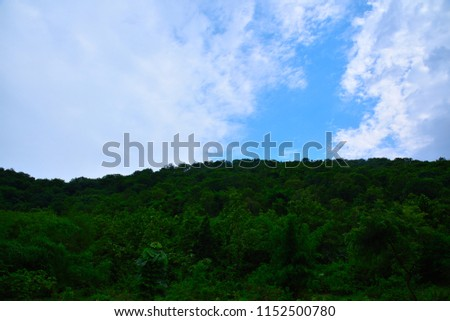 this pic shows good composition of sky and mountain in a scene.