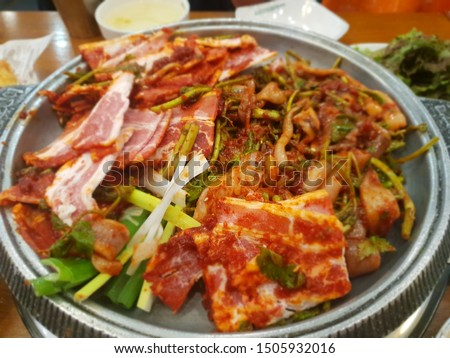 This picture is a one of the Korean main dishes. It called osambulgogi. osambulgogi is a Spicy SquidandPorkBellyBulgogi Which is made with sliced pork belly, squid, bean sprouts.