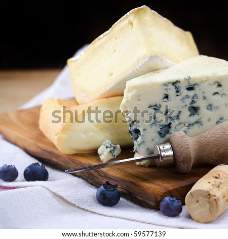 Three cheeses and berry